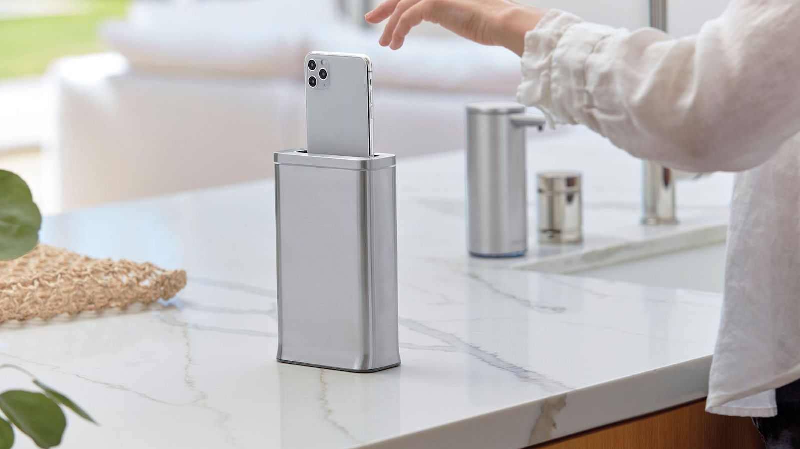 cleanstation Sanitizing System by simplehuman